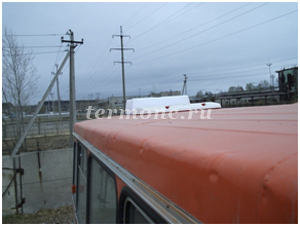 Фото 2. Конденсор установлен на крыше фургона.